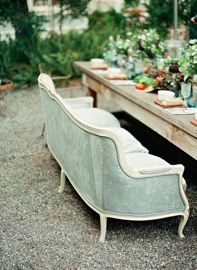bàn ăn với băng ghế dài