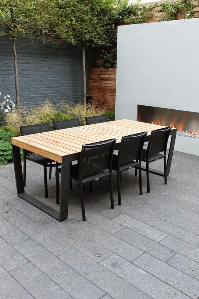 bàn gỗ với ghế kim loại