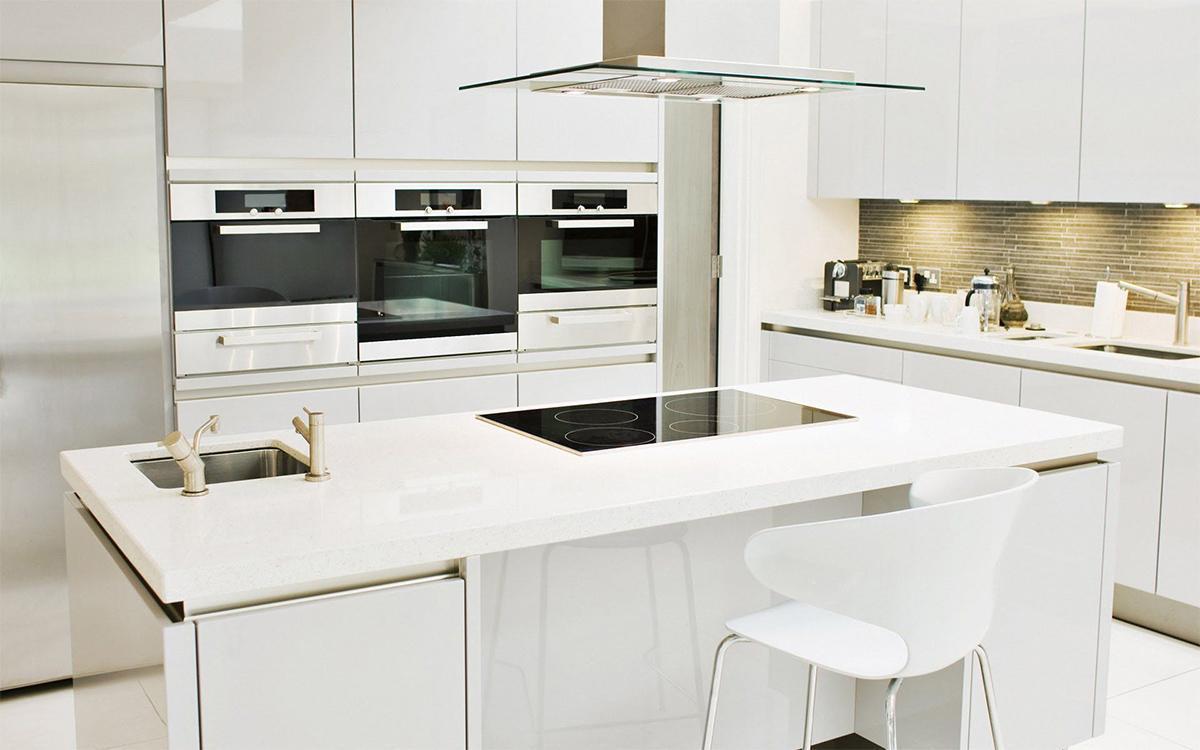 Trang trí phòng bếp với màu trắng