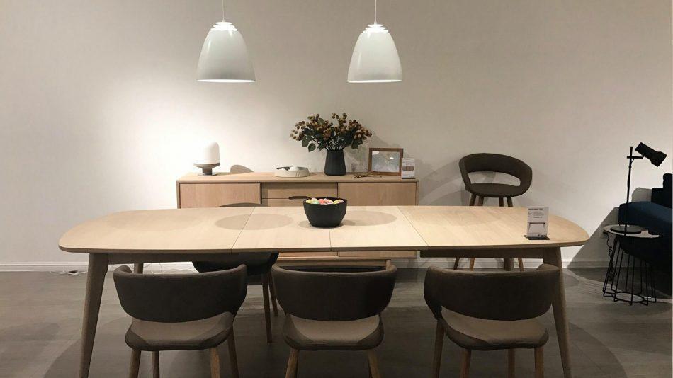 Thiết kế nội thất phòng ăn giá rẻ với gỗ tái chế