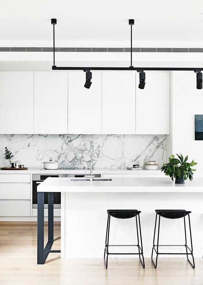 phòng bếp có chậu cây