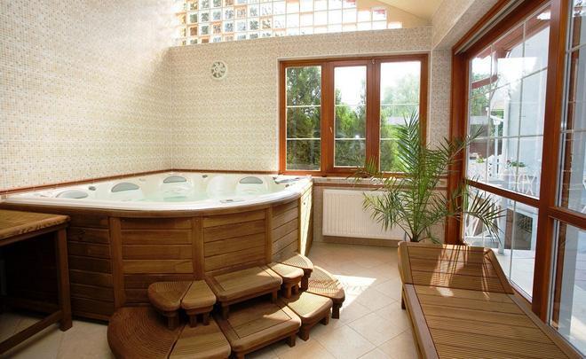 Tuy là một khu vực thường có diện tích không lớn nhưng bạn vẫn có kha khá lựa chọn, ứng dụng chất liệu gỗ cho nhiều vị trí khác nhau bên trong nhà tắm.