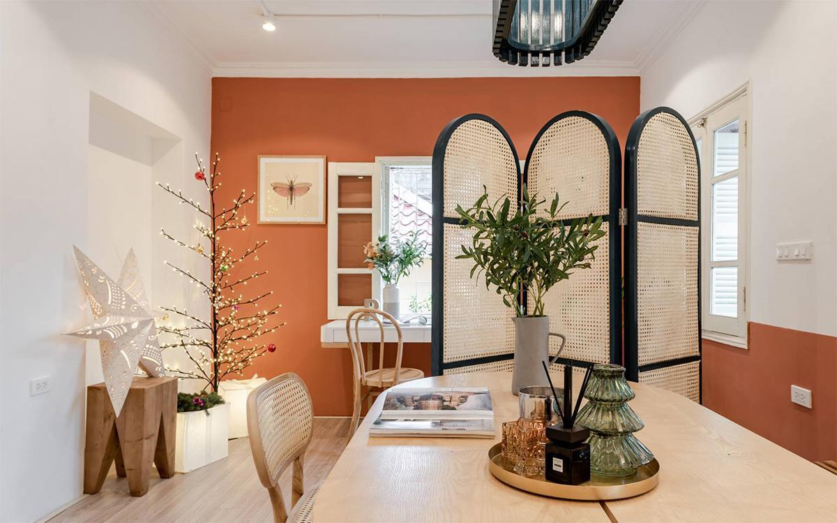 không gian phòng khách tích hợp với phòng bếp sau cải tạo