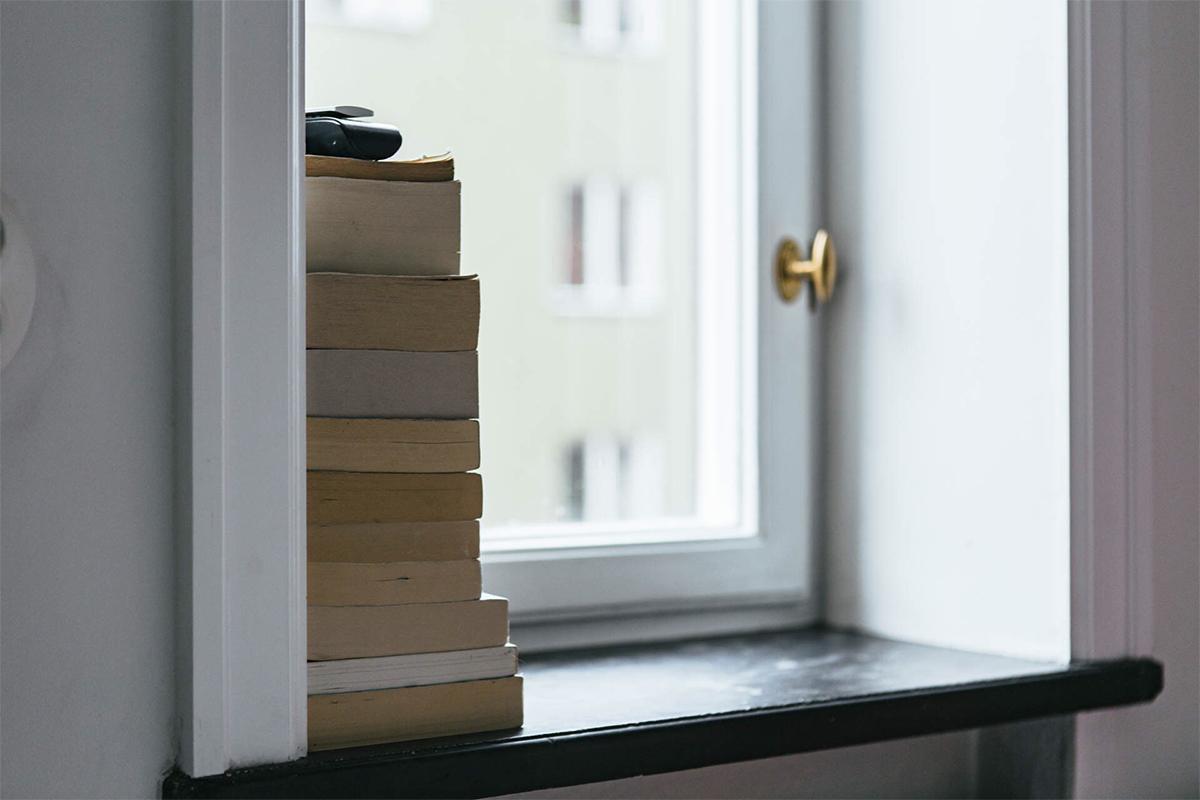 trưng bày sách cho phòng khách Bắc Âu