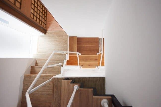 Cầu thang bắt lên tầng lửng