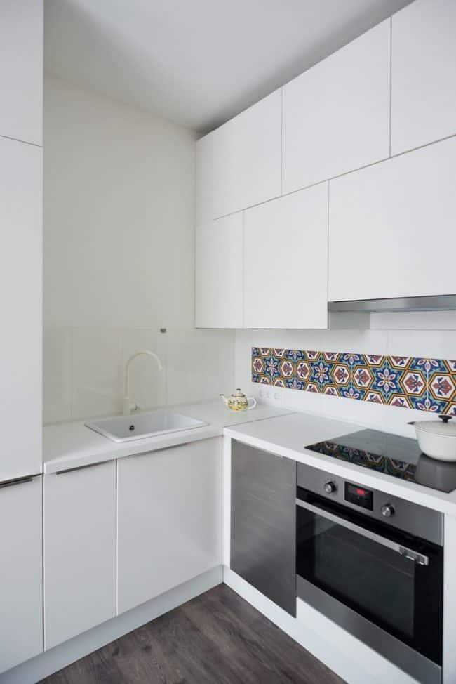 Không gian bếp với hai gam màu đen- trắng làm chủ đạo