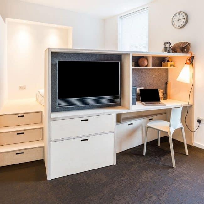 Với diện tích sàn giảm đi để thay vào đó là những nội thất đa chức năng kết hợp với nhau cho căn hộ tối giản và rộng rãi hơn nhưng vẫn đảm bảo đầy đủ tiện nghi