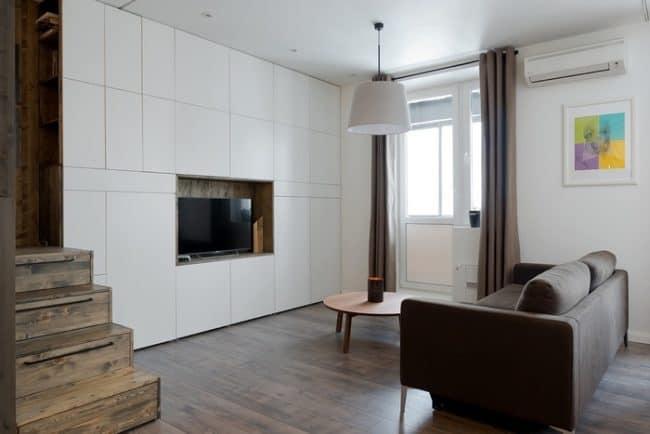 Một mảnh rèm khác được đặt ở vị trí cửa sổ để điều chỉnh lượng ánh sáng cần thiết trong căn hộ
