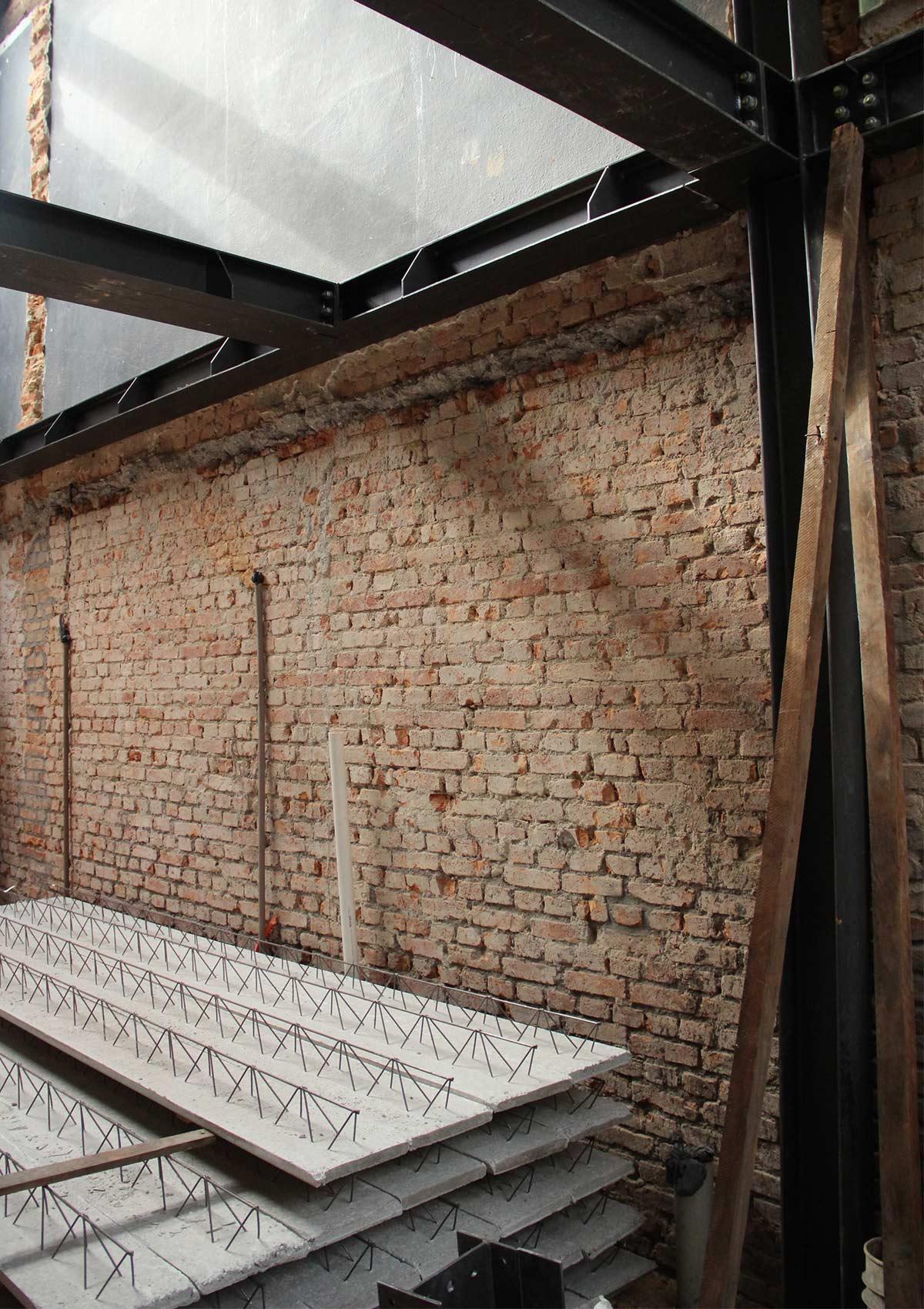 tường chưa được cải tạo