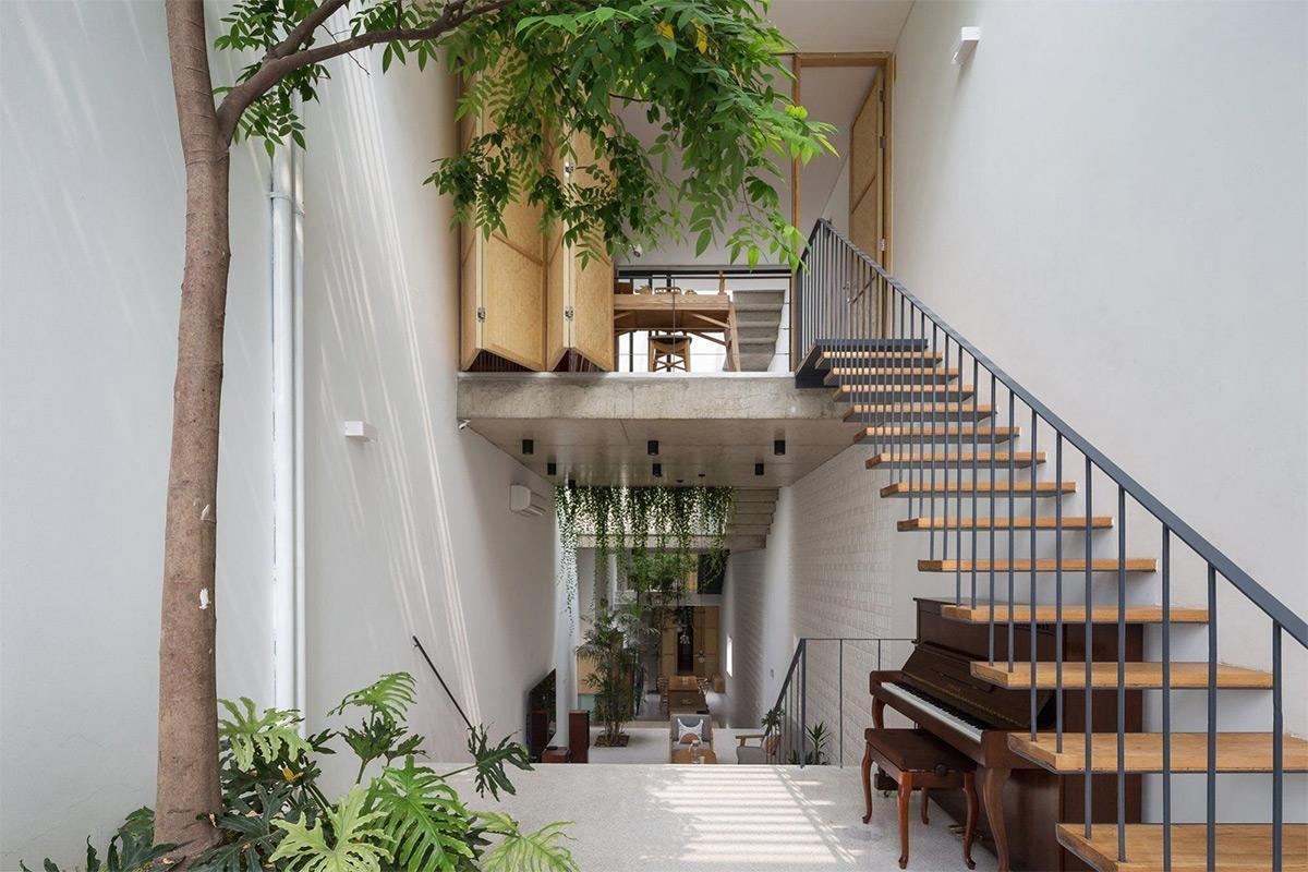 Phòng khách nhà ống có cầu thang