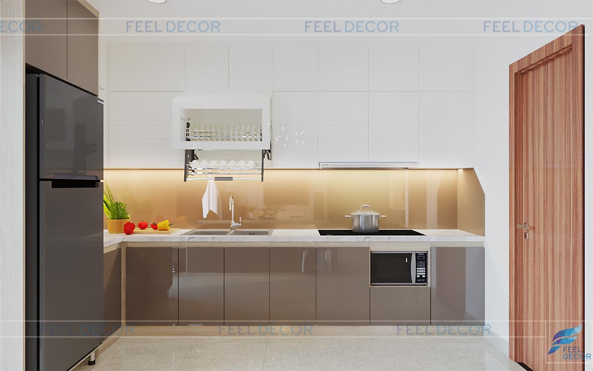 Không gian bếp được sắp xếp gọn gàng, ngăn nắp.