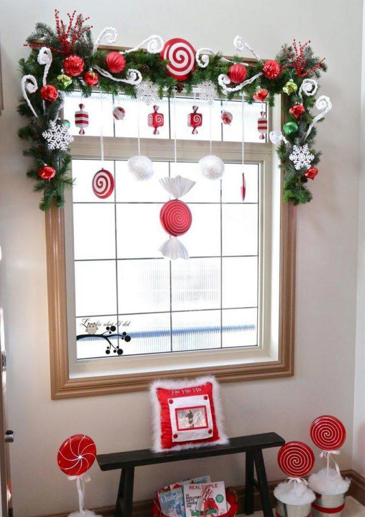 trang trí khung cửa sổ với chủ đề giáng sinh